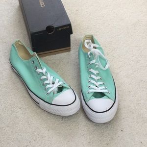 NWT low top Converse